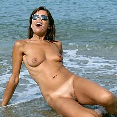 Outdoor boobs.