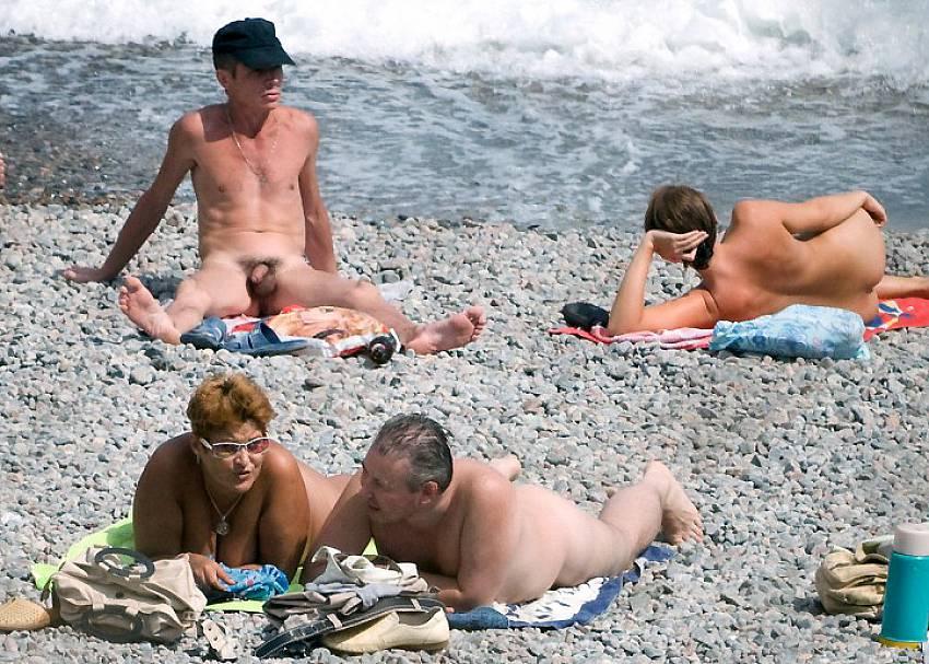 outdoor sunbathing nude jpg 422x640