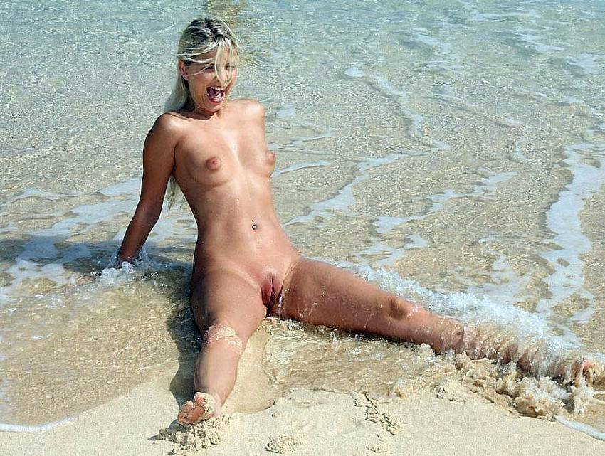 girls nude beach europe